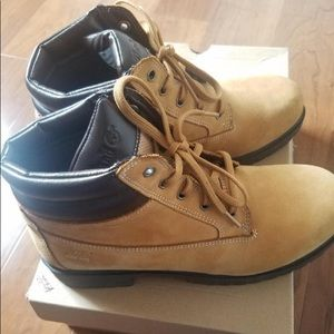 Women timberlands. Great condition :)